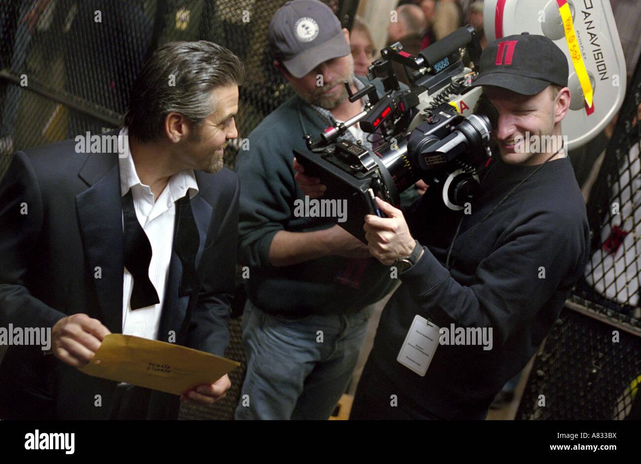 OCEANS 11 - George Clooney (at left) and Steven Soderbergh on set of  2001 Warner film - Stock Image