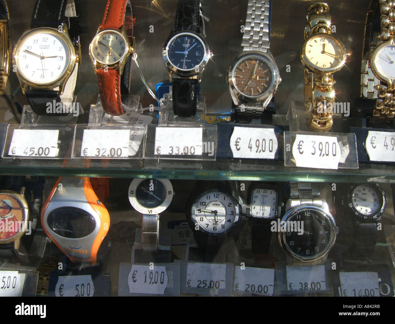 watches in shop window display Stock Photo: 6845946 - Alamy