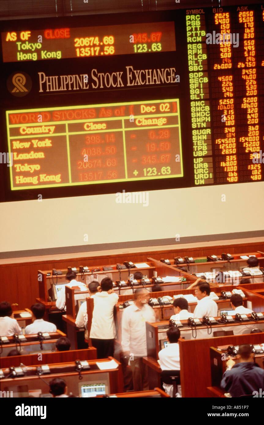 Philippines. Manila. Stock Exchange dealers on trading floor - Stock Image