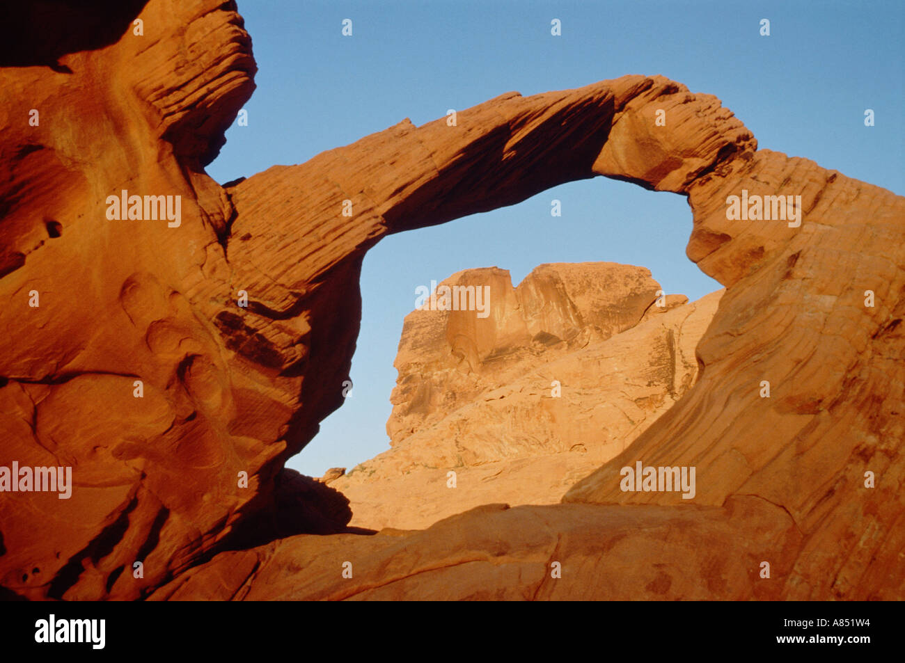 United States of America. Nevada. Mesozoic Sandstone Arch rock formation in the Valley of Fire. - Stock Image