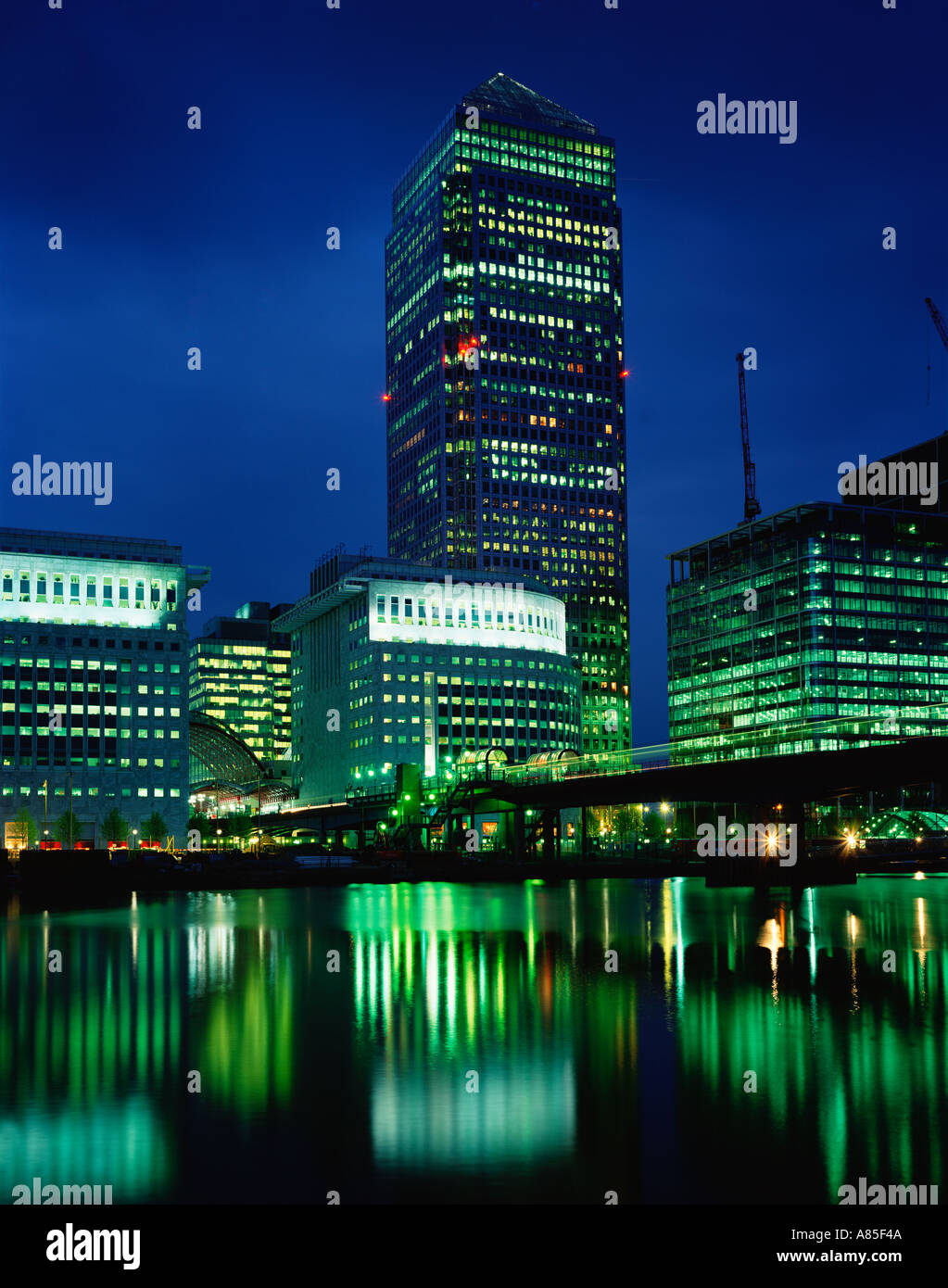 Canary Wharf Tower at night One Canada Square - Stock Image