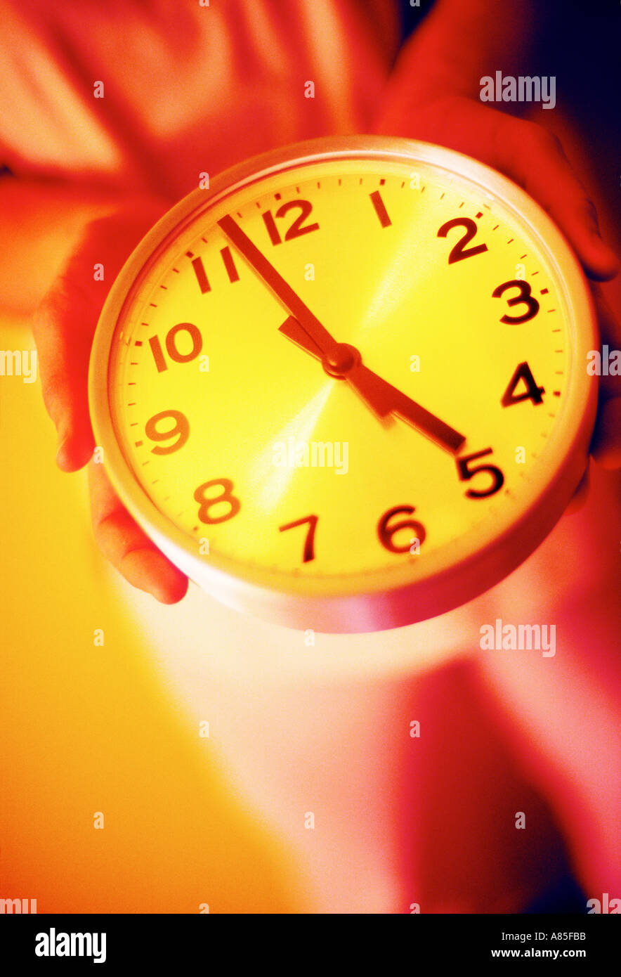 CLOCK CLOSE TO BREAKING TIME 5 FIVE O'CLOCK - Stock Image
