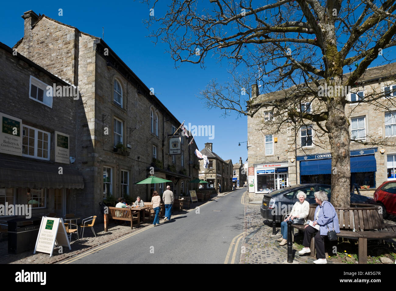 Devonshire Hotel and Pub in the town centre, Grassington, Wharfedale, Yorkshire Dales National Park, North Yorkshire, England Stock Photo