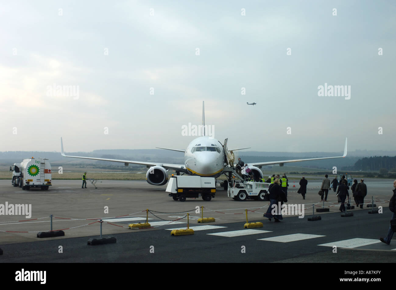 Dalcross Passenger Arrivals from a Ryanair Boeing 737-8AS on the airfield Stand Stock Photo