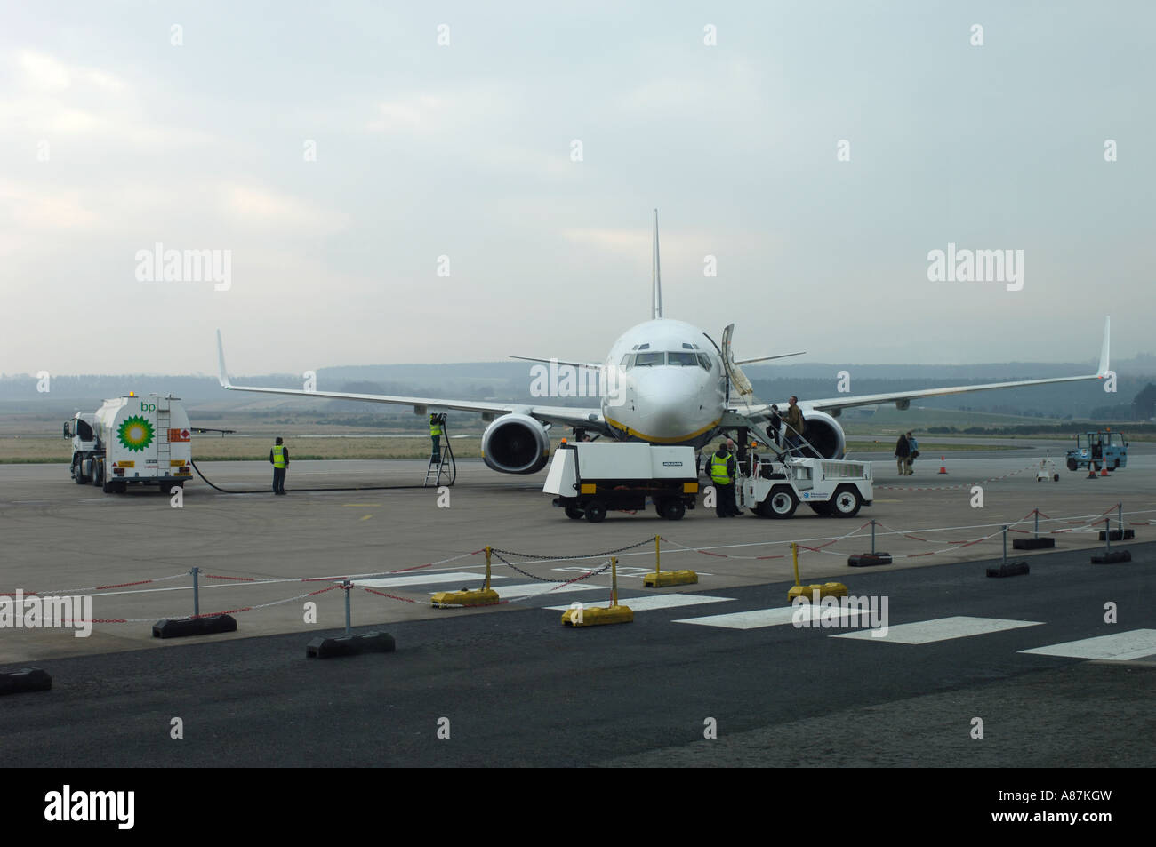 Dalcross Arrival Ryanair Boeing 737-8AS on the airfield Stand being refuelled - Stock Image