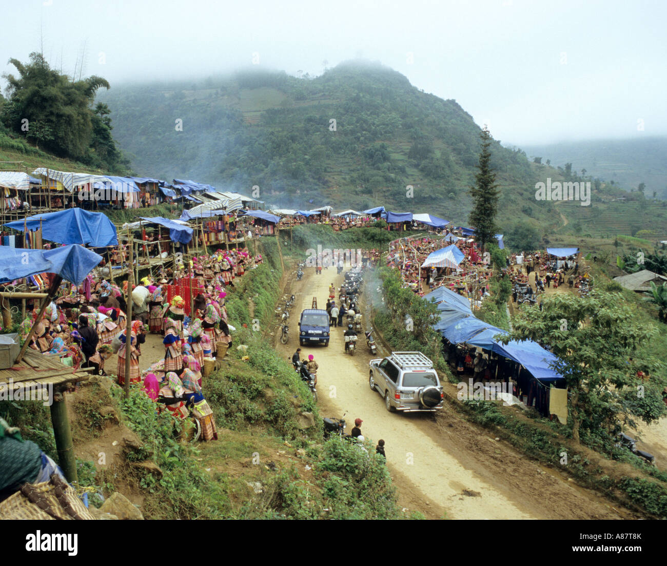 The Flower Hmong Saturday market on a hillside, Can Cau, NW Viet Nam Stock Photo