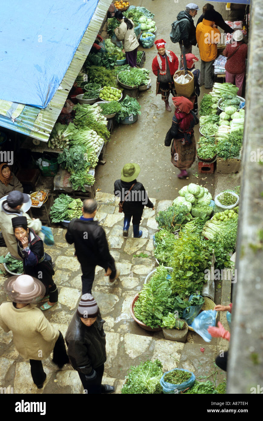 Overhead view of shoppers walking through the Saturday market, Sapa, Viet Nam Stock Photo