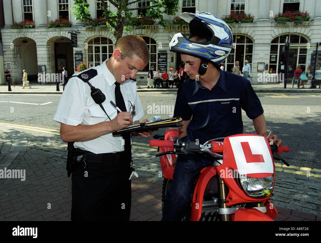 how to become a police officer uk