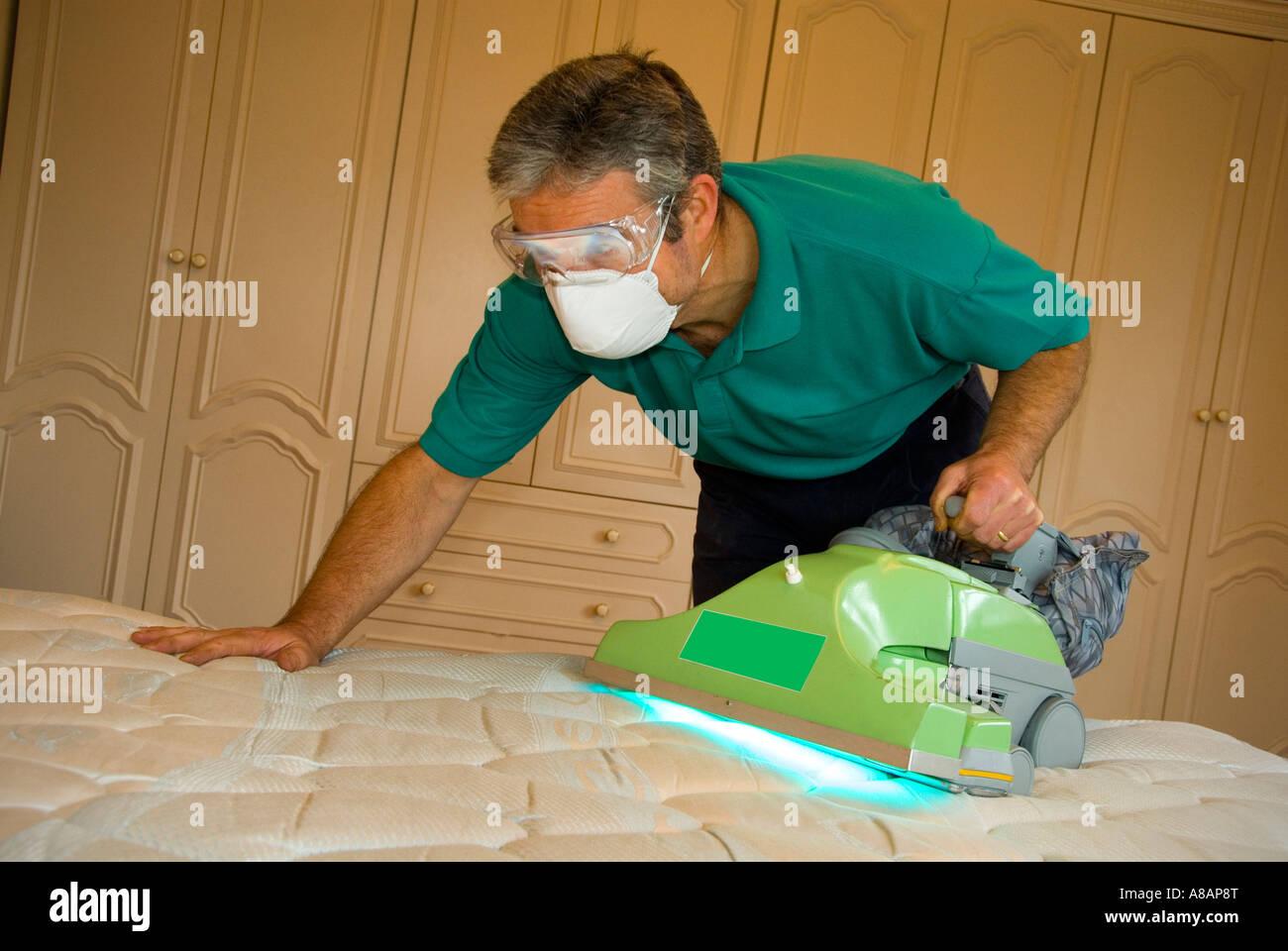 Technician Operating Specialist Uv Dust Mite Vacuum To