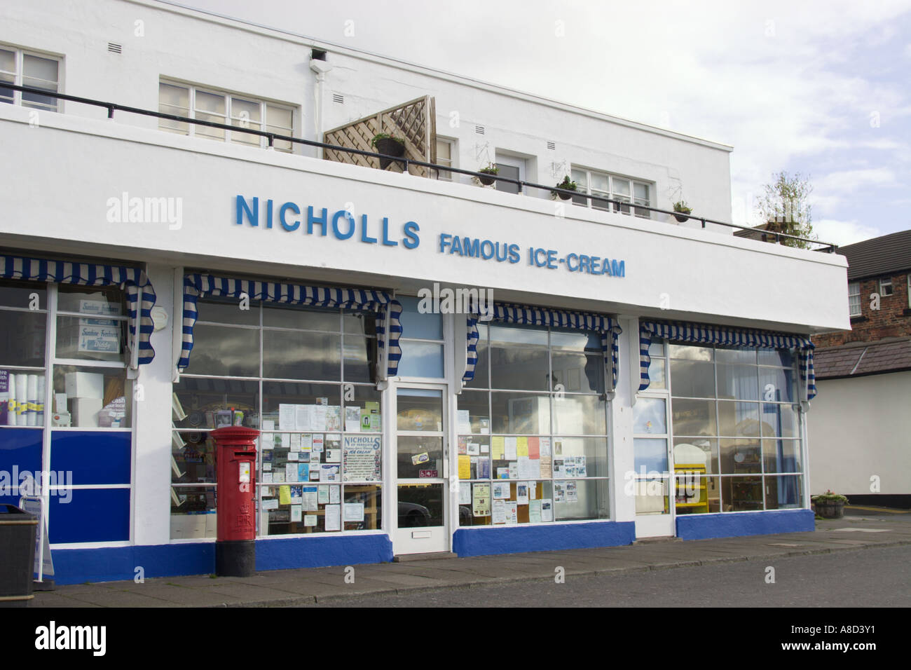 Nicholls Famous Ice-Cream shop, Parkgate, Wirral - Stock Image