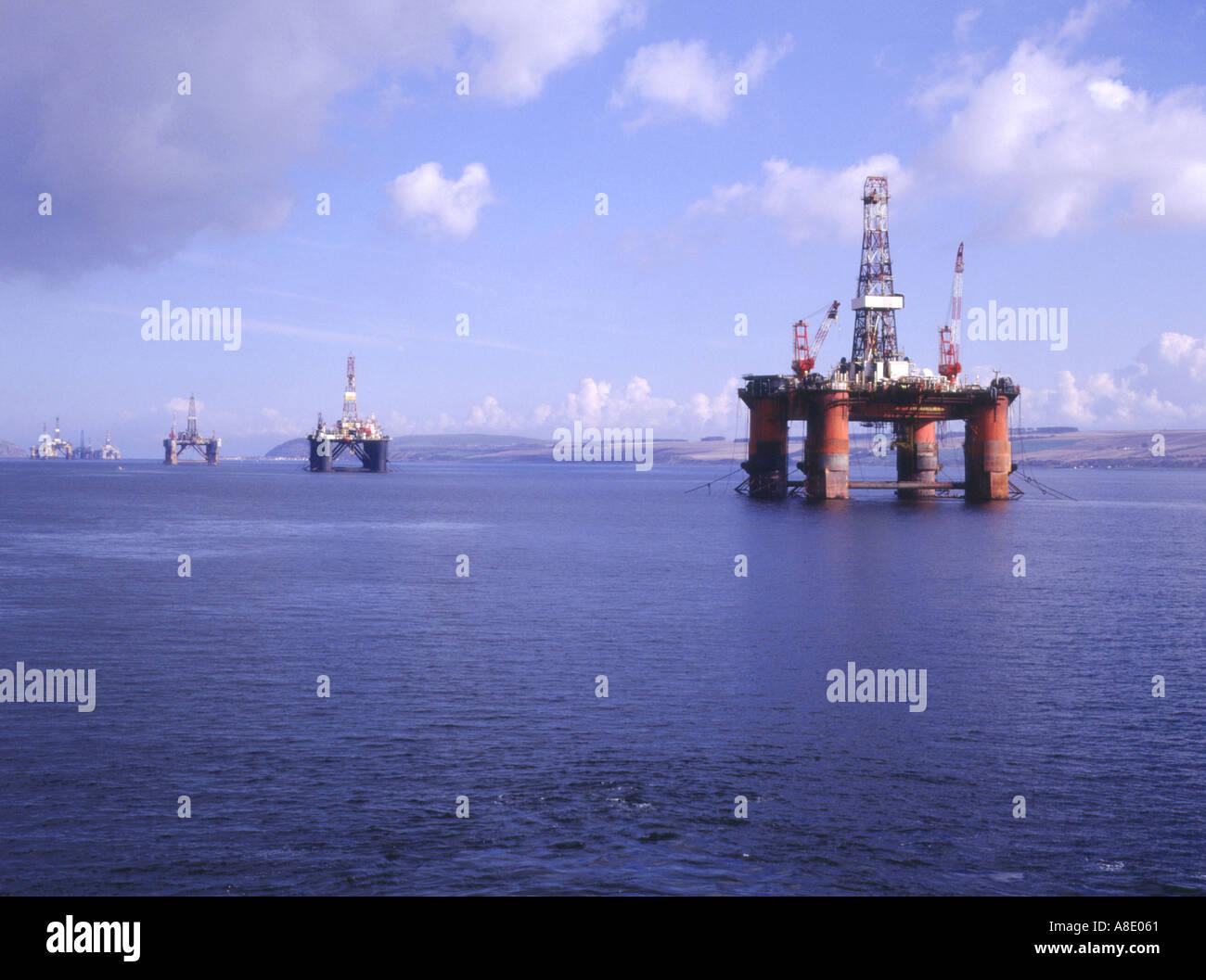 dh Oil rig CROMARTY FIRTH ROSS CROMARTY oil platforms off invergordon scotland uk north sea platform Stock Photo