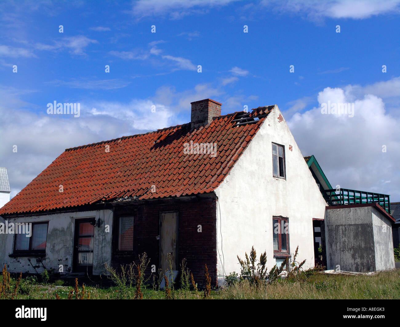 Cottage in disrepair - Stock Image