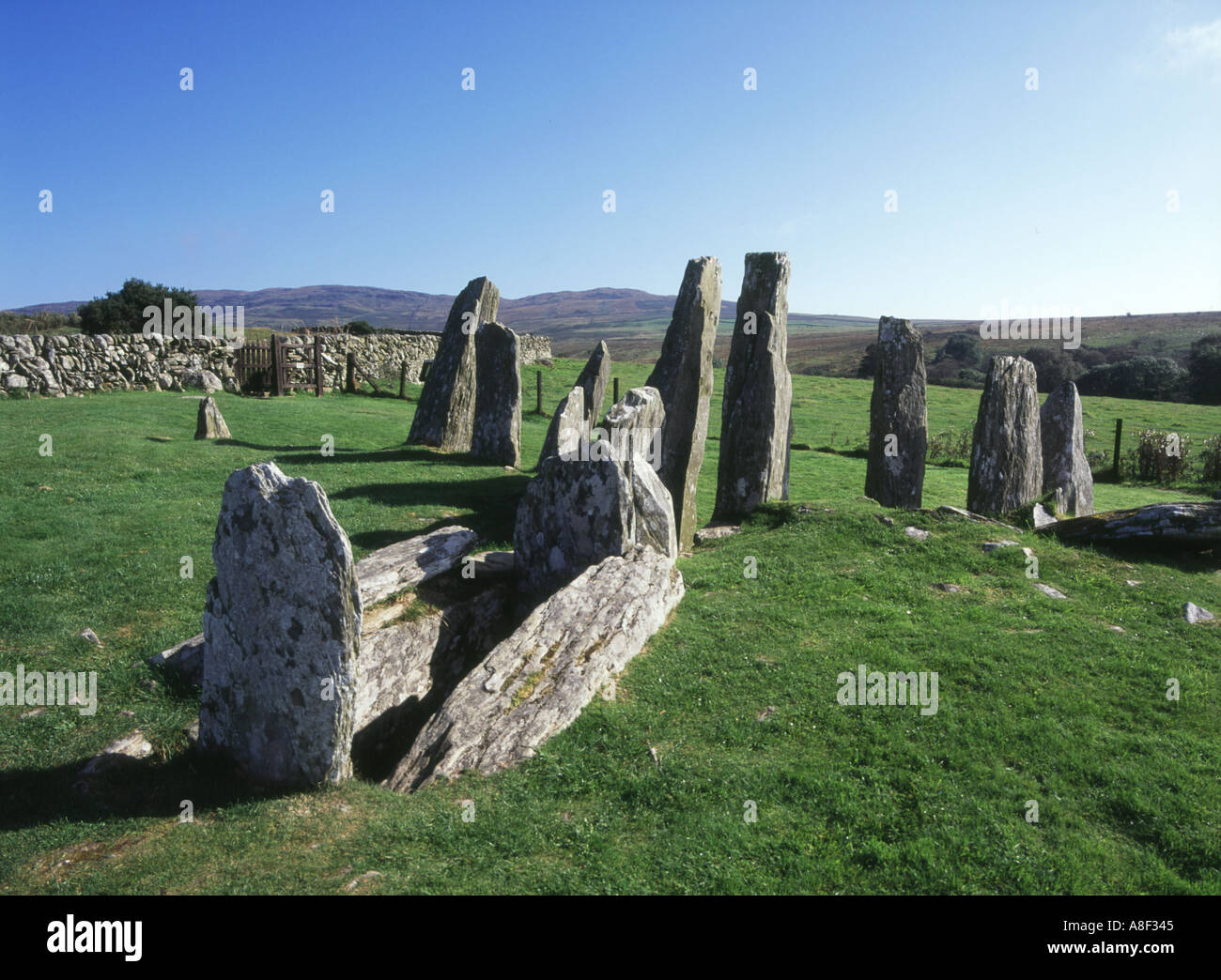 dh Cairn Holy KIRKDALE GLEN DUMFRIES Chambered Bargrennan neolithic Clyde cairn entrance stone pillars slab Stock Photo