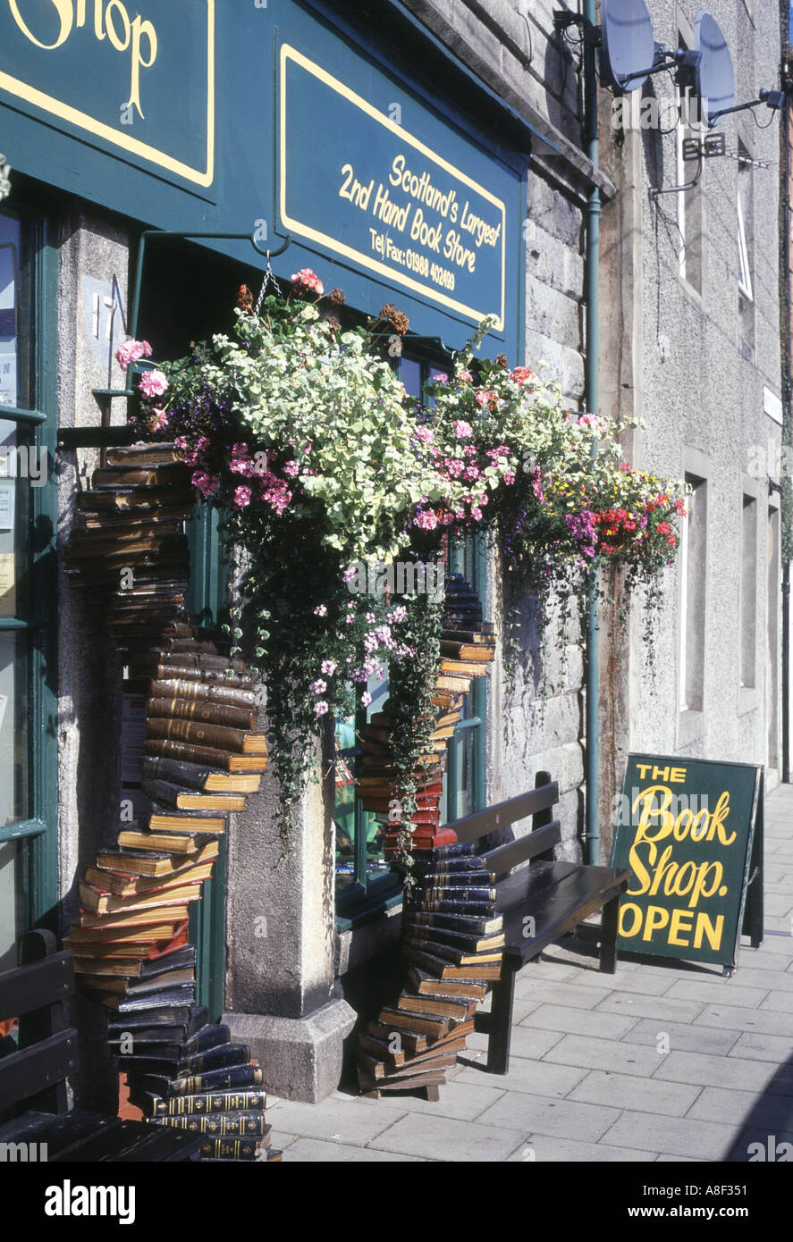 dh Book Festival WIGTOWN DUMFRIES Secondhand book shop flower display Scotlands book town galloway festival - Stock Image