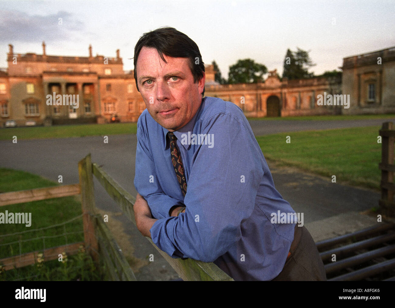 THE EARL OF CARDIGAN OUTSIDE TOTTENHAM HOUSE WHICH WAS THE FAMILY HOME IN PREVIOUS GENERATIONS JUNE 2001 - Stock Image