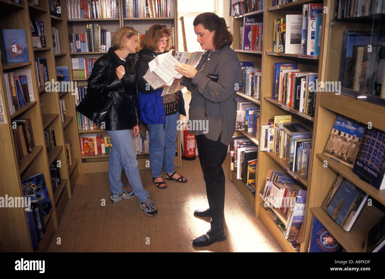 [Travel Book shop Notting Hill Gate west London Made famous in Hugh Grant film.  PHOTO HOMER SYKES - Stock Image