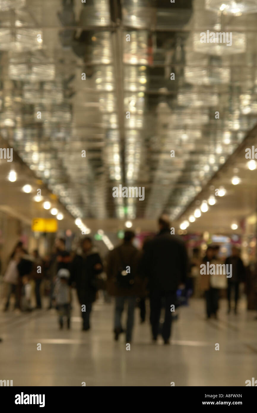 Outfocus shopping center consumers - Stock Image