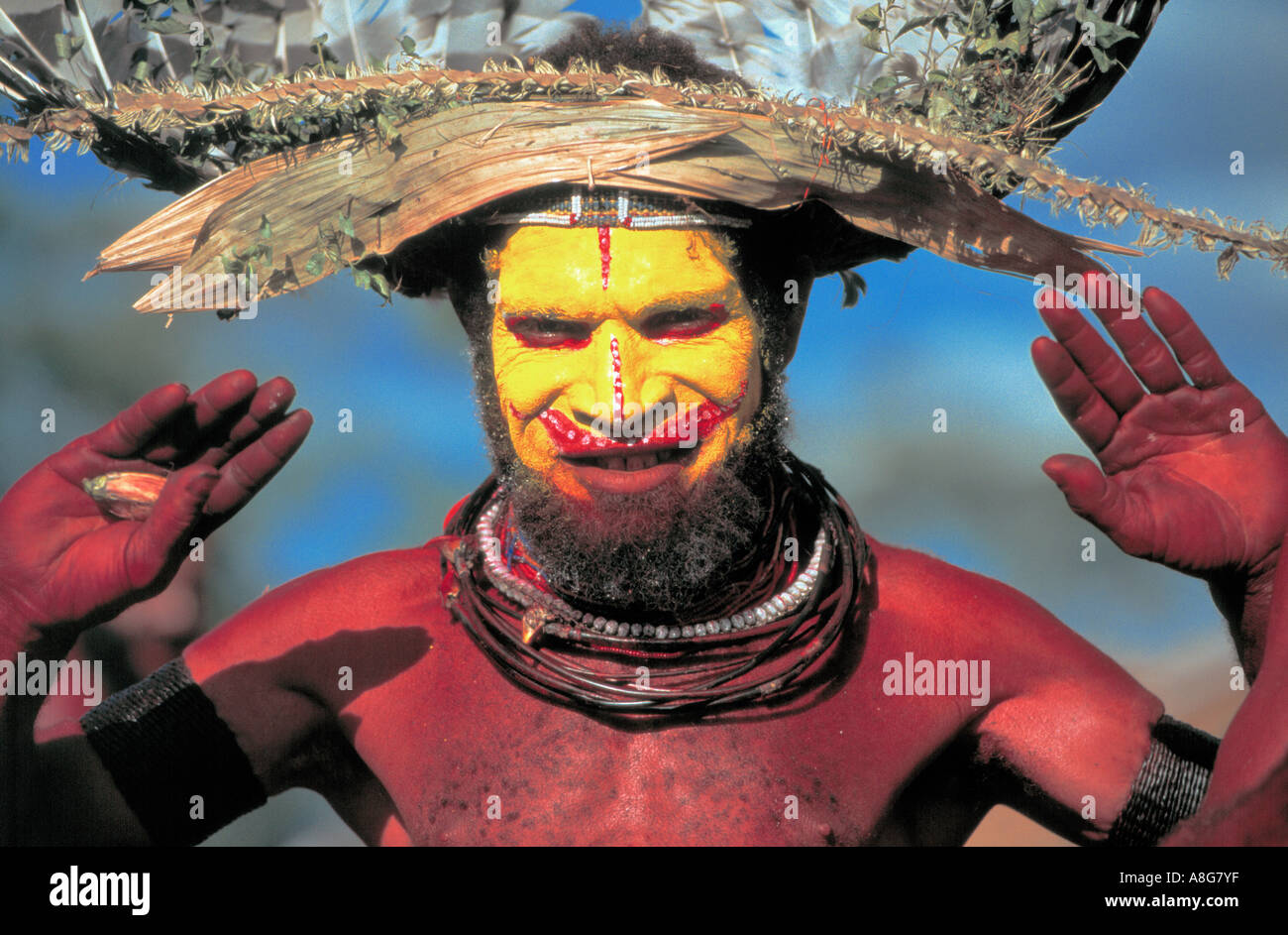 decorated aboriginal with yellow painted face mt hagen papua new
