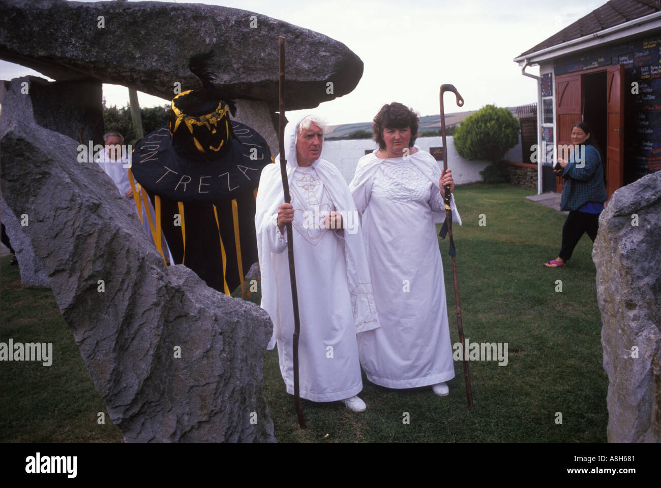 Ed Glyniss Prynn in megalithic garden Perform Druid ceremony total eclipse of sun 11th August 1999  Padstow Cornwall HOMER SYKES - Stock Image