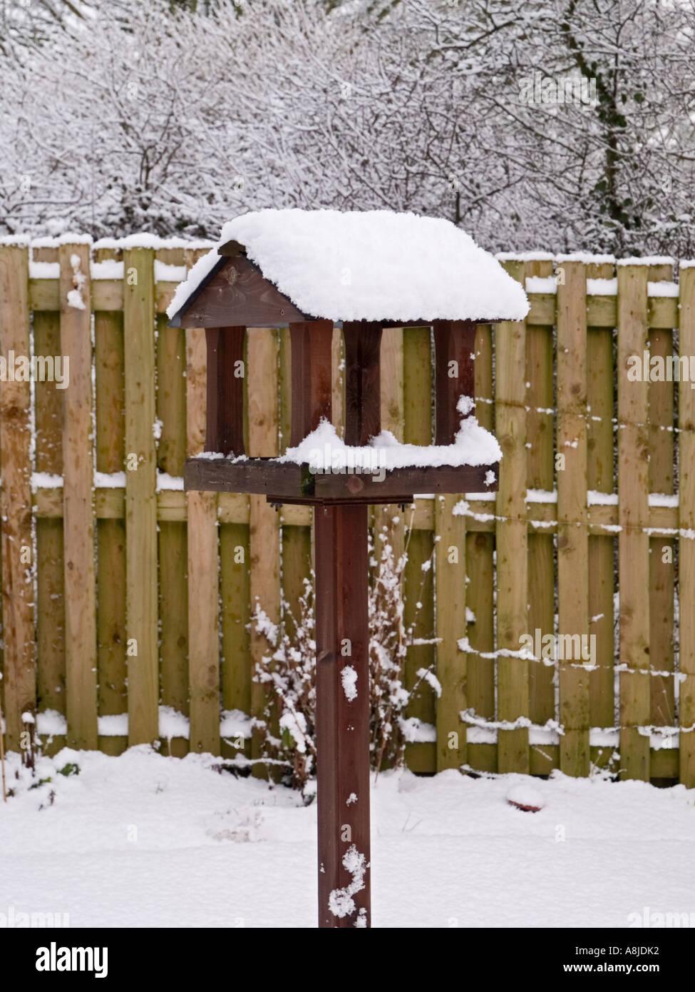 Bird Table During Snow Stock Photos & Bird Table During Snow Stock ...