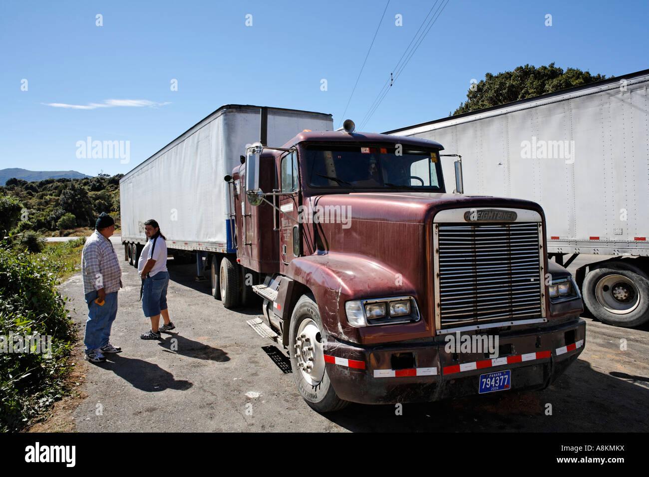 Truck at Interamericana, Panamericana in Ojo de Agua, Costa Rica - Stock Image