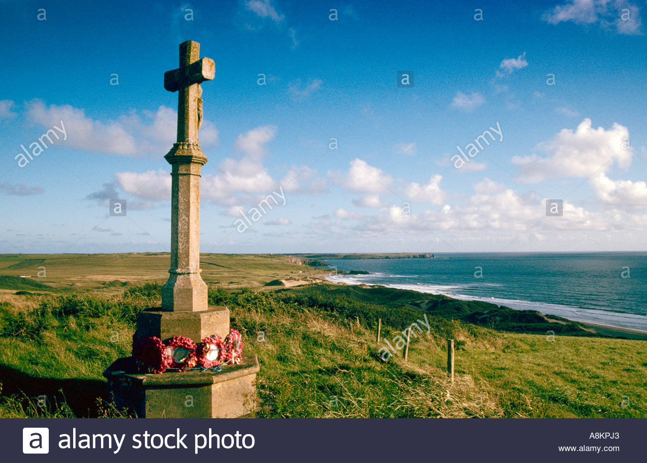 First World War war memorial on the coast of Pembrokeshire at Freshwater West, Wales, UK., remembering sailors lost at sea in World War 1. - Stock Image