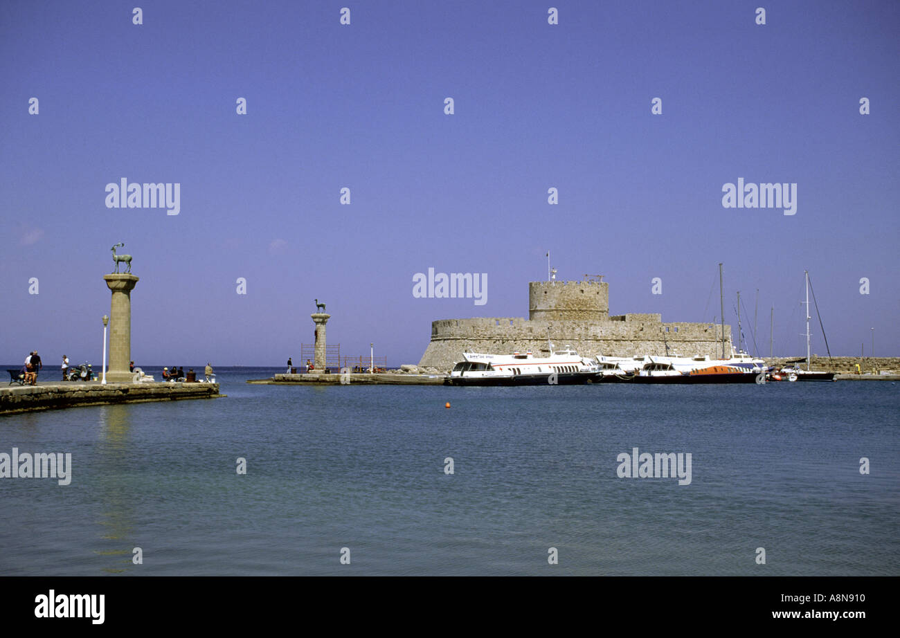 Bronze stag and doe statues at Mandraki Harbour marking the site of the Colossus of Rhodes - Stock Image