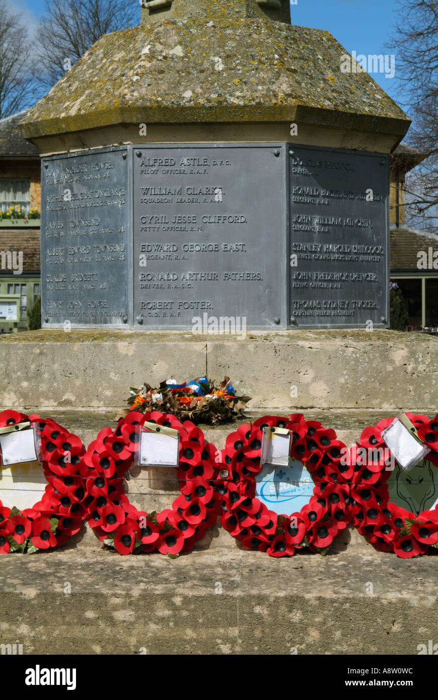 WAR DEAD MEMORIAL. BOURTON ON THE WATER. GLOUCESTERSHIRE. ENGLAND. UK - Stock Image