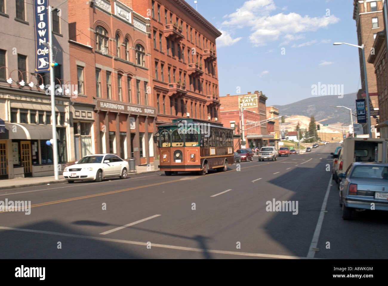 USA Montana Butte Tourist trolly drives down historic Broadway cooper boom town 1890 s 2006 - Stock Image