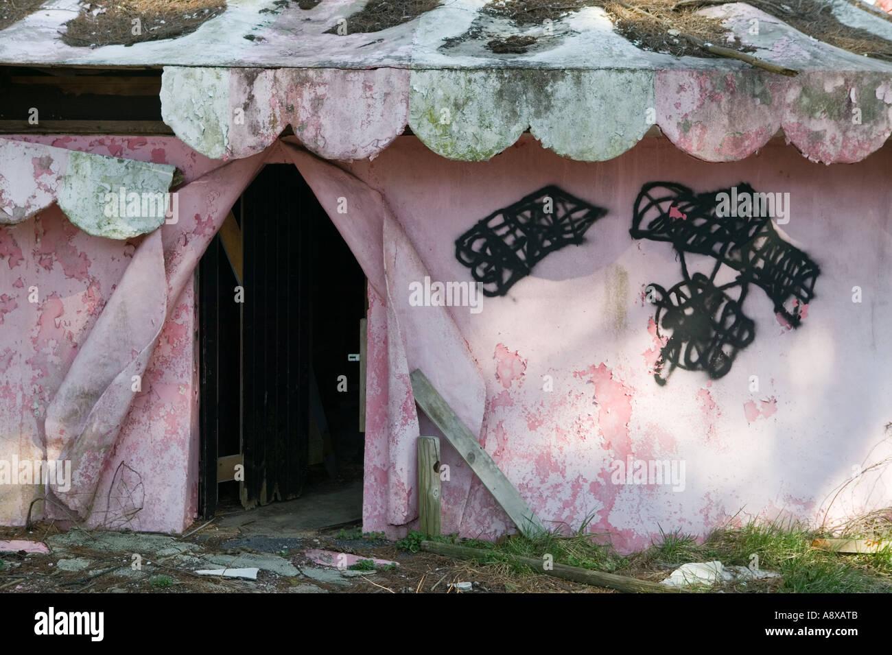 Abandoned carousel The Enchanted Forest Ellicott City Maryland - Stock Image