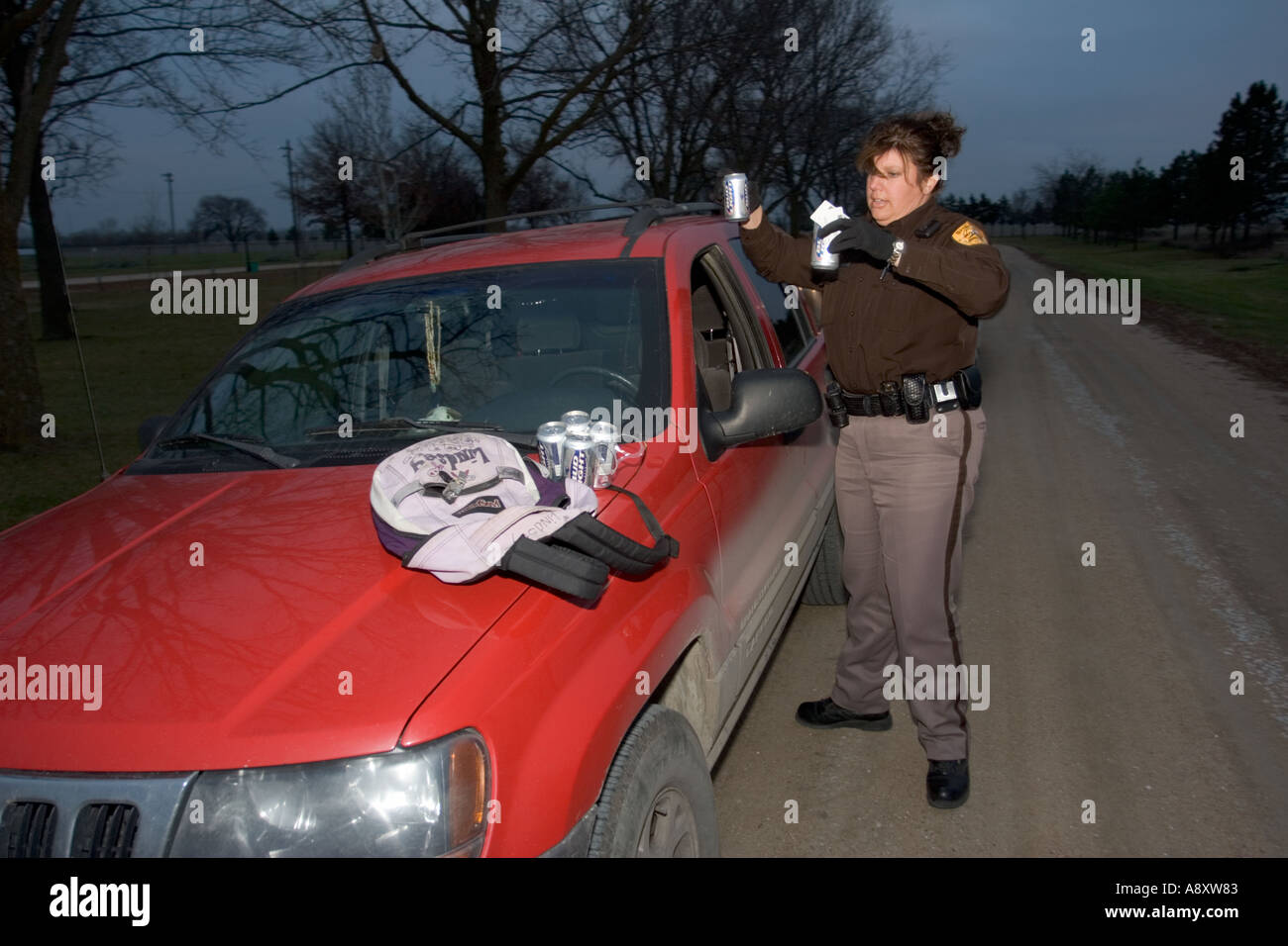 Sheriff s deputy investigating minors in possession of alcohol Saline County Sheriff s Office Nebraska USA - Stock Image