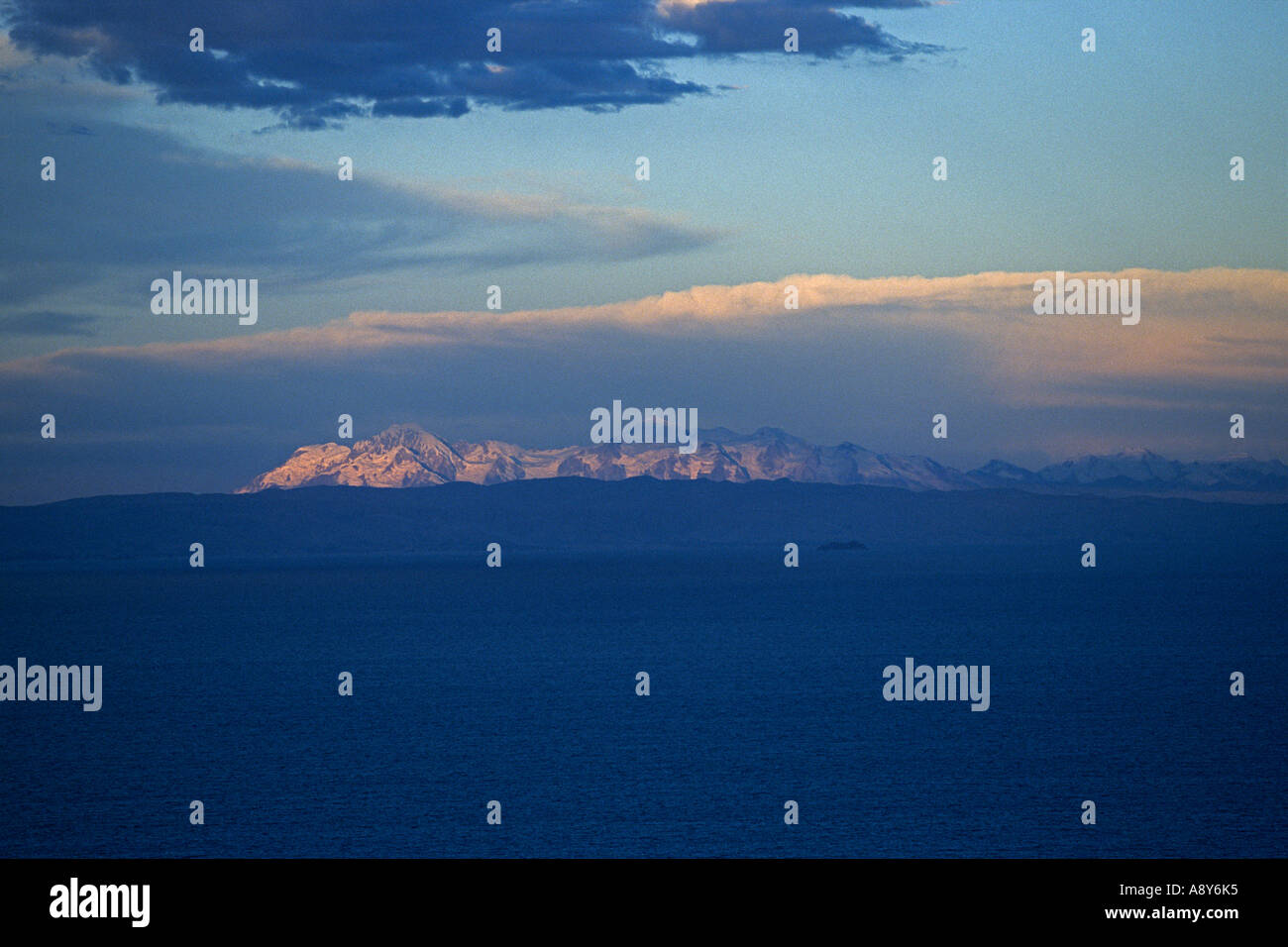 Twilight on the Titicaca lake (Peru). Crépuscule sur le lac Titicaca (Pérou). Stock Photo