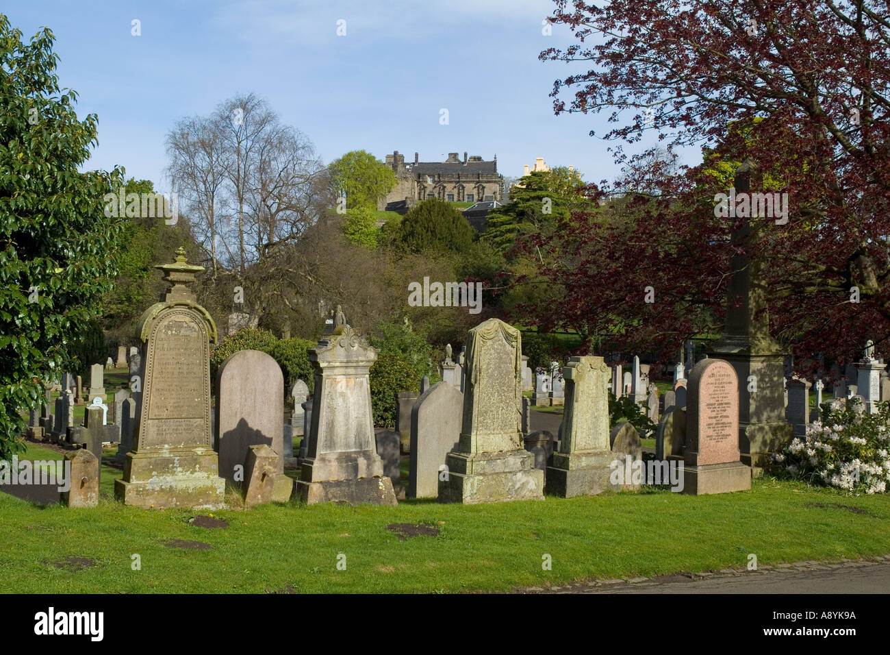 dh  STIRLING STIRLINGSHIRE Stirling town Valley cemetery and Stirling Castle Stock Photo