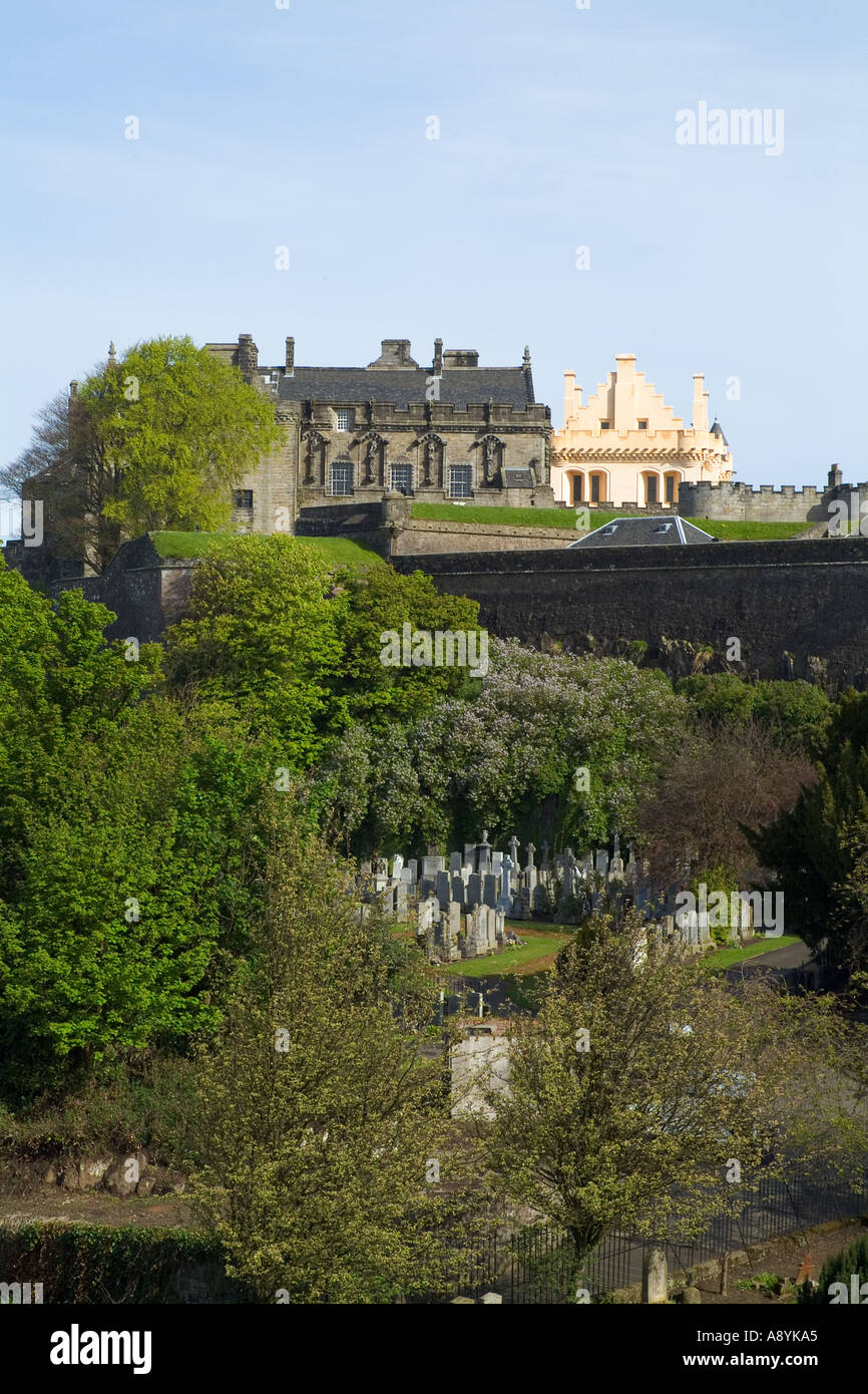dh  STIRLING STIRLINGSHIRE Stirling Castle and Stirling town Valley cemetery Stock Photo