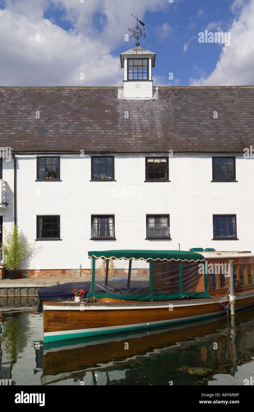 Apartments Hambleden Lock River Thames Buckinghamshire England Stock Photo