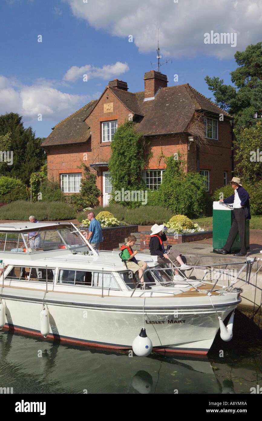Hambleden Lock River Thames Buckinghamshire England Stock Photo
