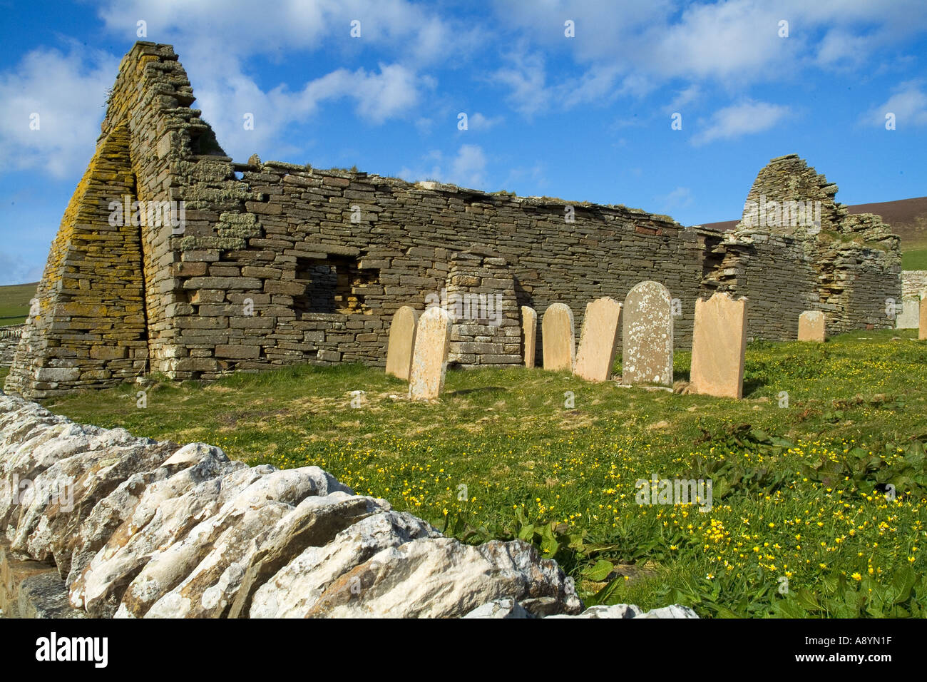 dh Westness ROUSAY ORKNEY The Wirk old church ruins graveyard - Stock Image