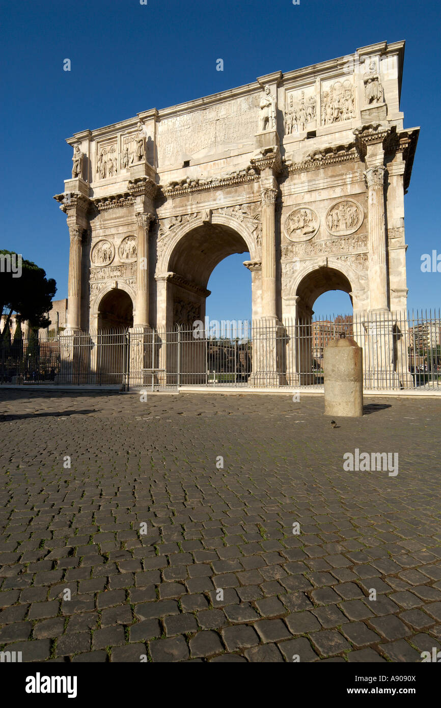 Rome Italy The triumphal Arch of Constantine on Piazza del Colosseo - Stock Image