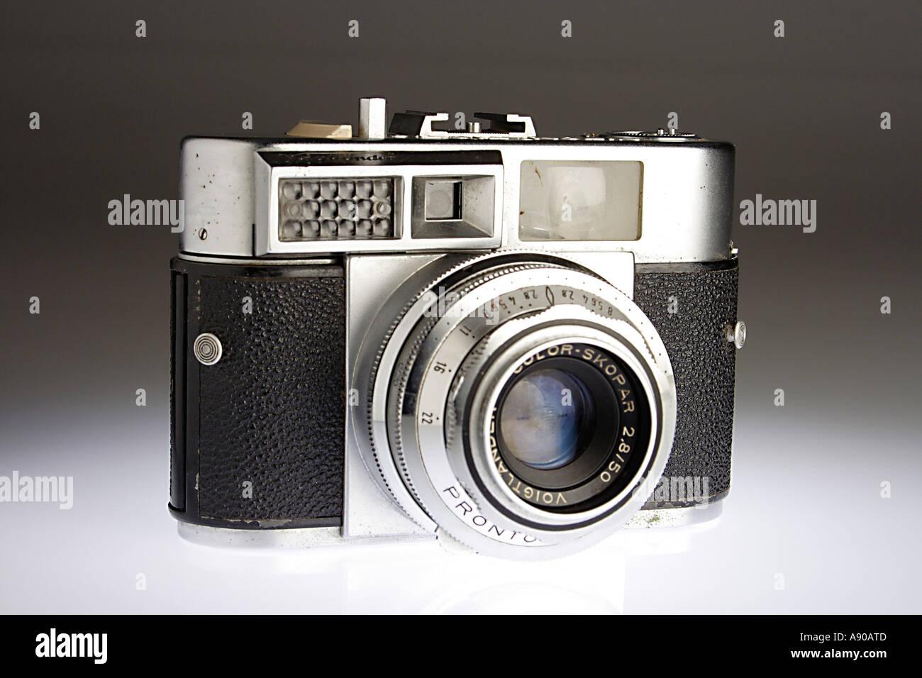 VDA78034 Old antique photography camera rangefinder voigtlander - Stock Image