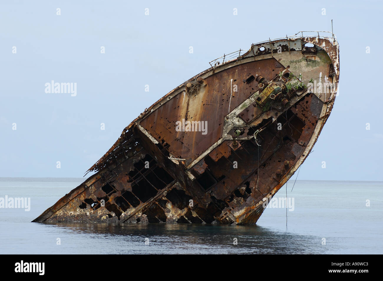 Bow of a shipwreck in the ocean - Stock Image