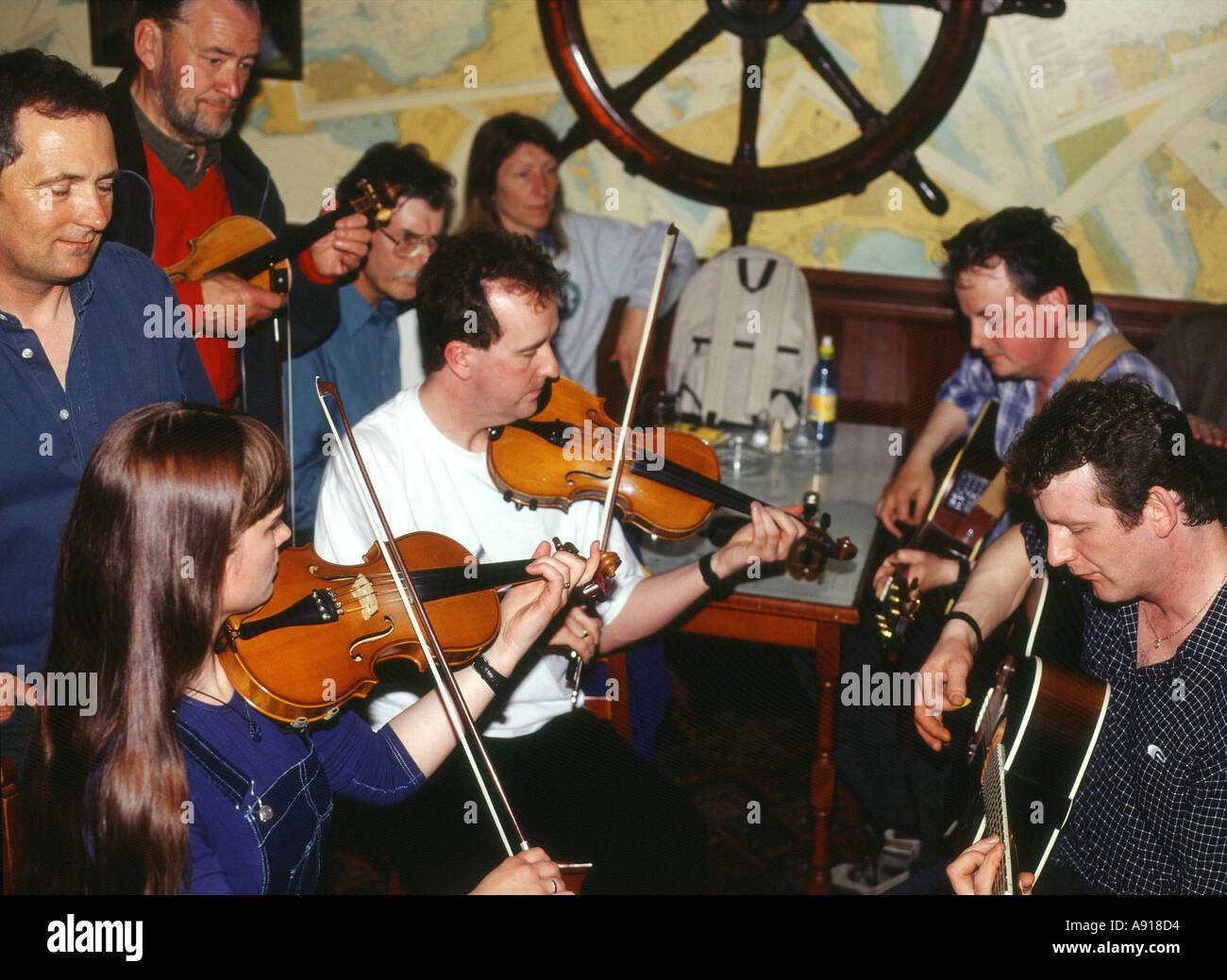 dh Folk Festival STROMNESS ORKNEY Folk group guitars and violins in Ferry Inn public house scotland pub music Stock Photo