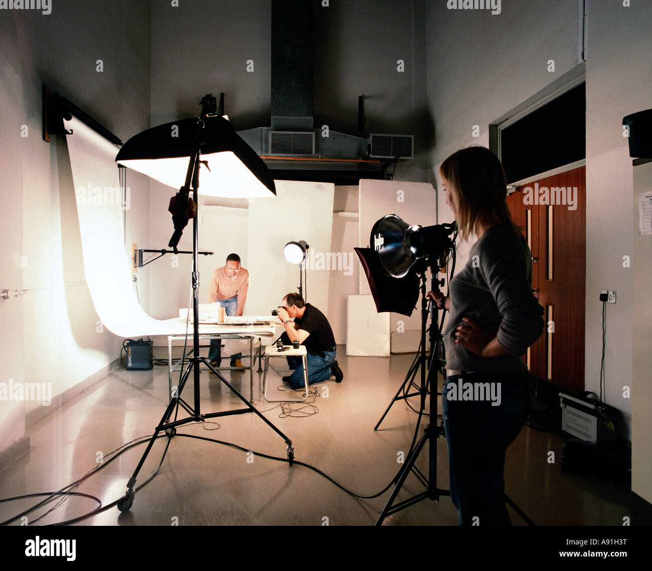 Photography students, photographic studio, camera, lighting Stock ... for Camera Lighting Techniques  49jwn