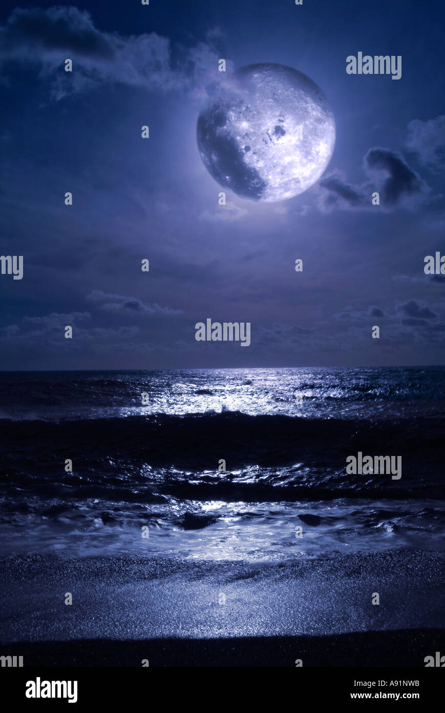 full moon and the sea Vollmond und Meer - Stock Image