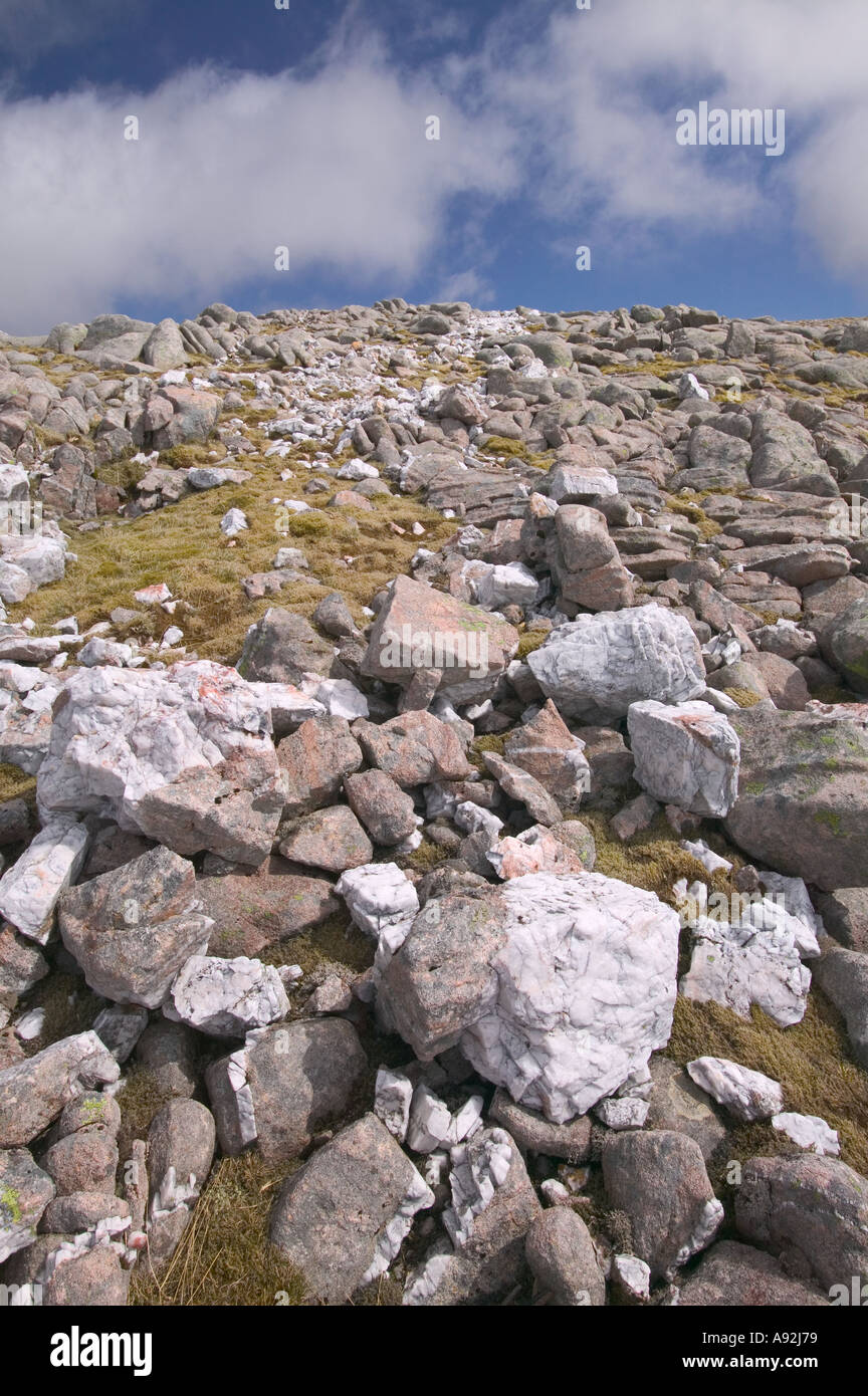 Quartz intrusion dyke on the summit of Ben Starv Glen Etive - Stock Image