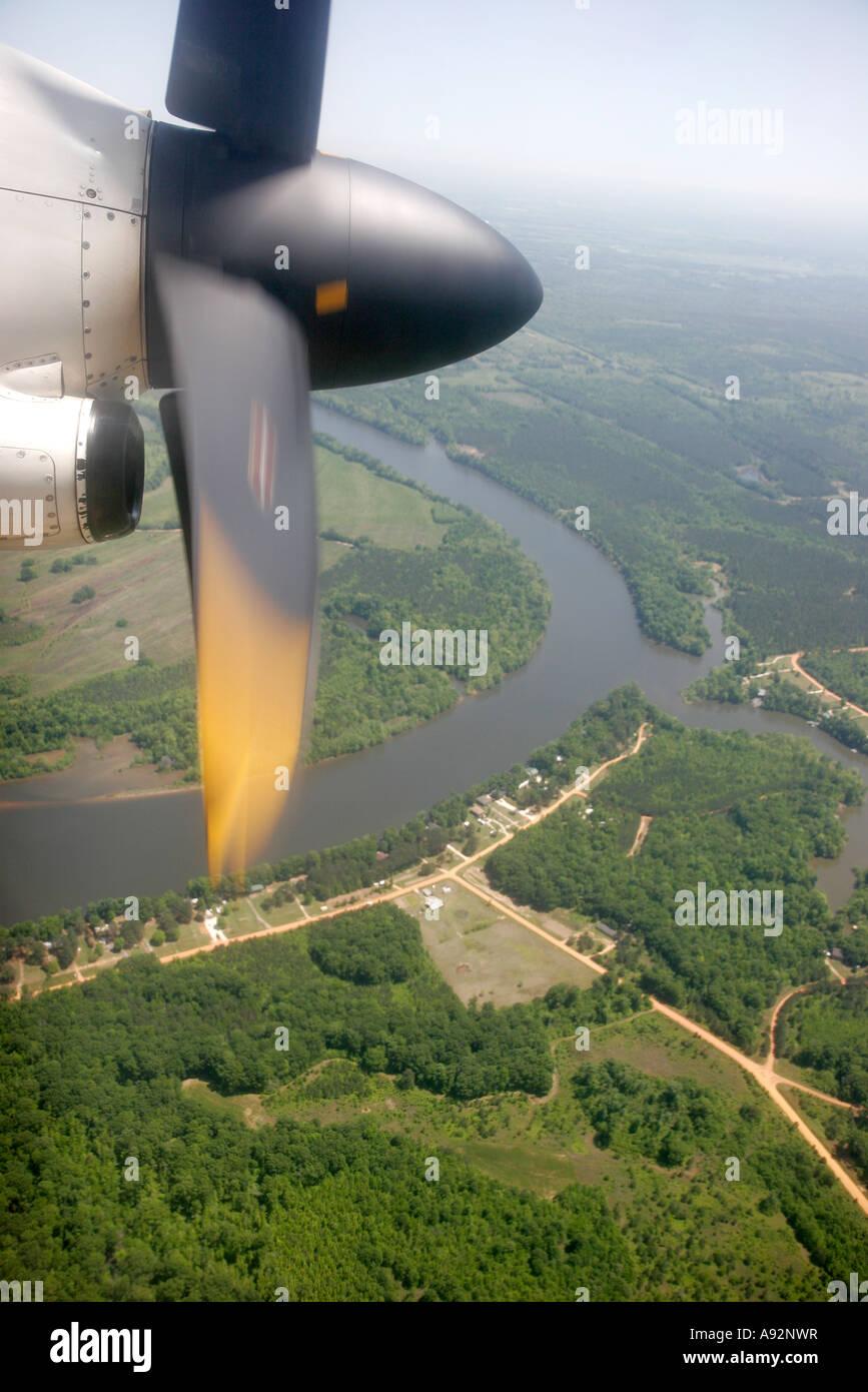 Montgomery alabama delta airlines commuter flight from atlanta atr 72 propeller river aerial