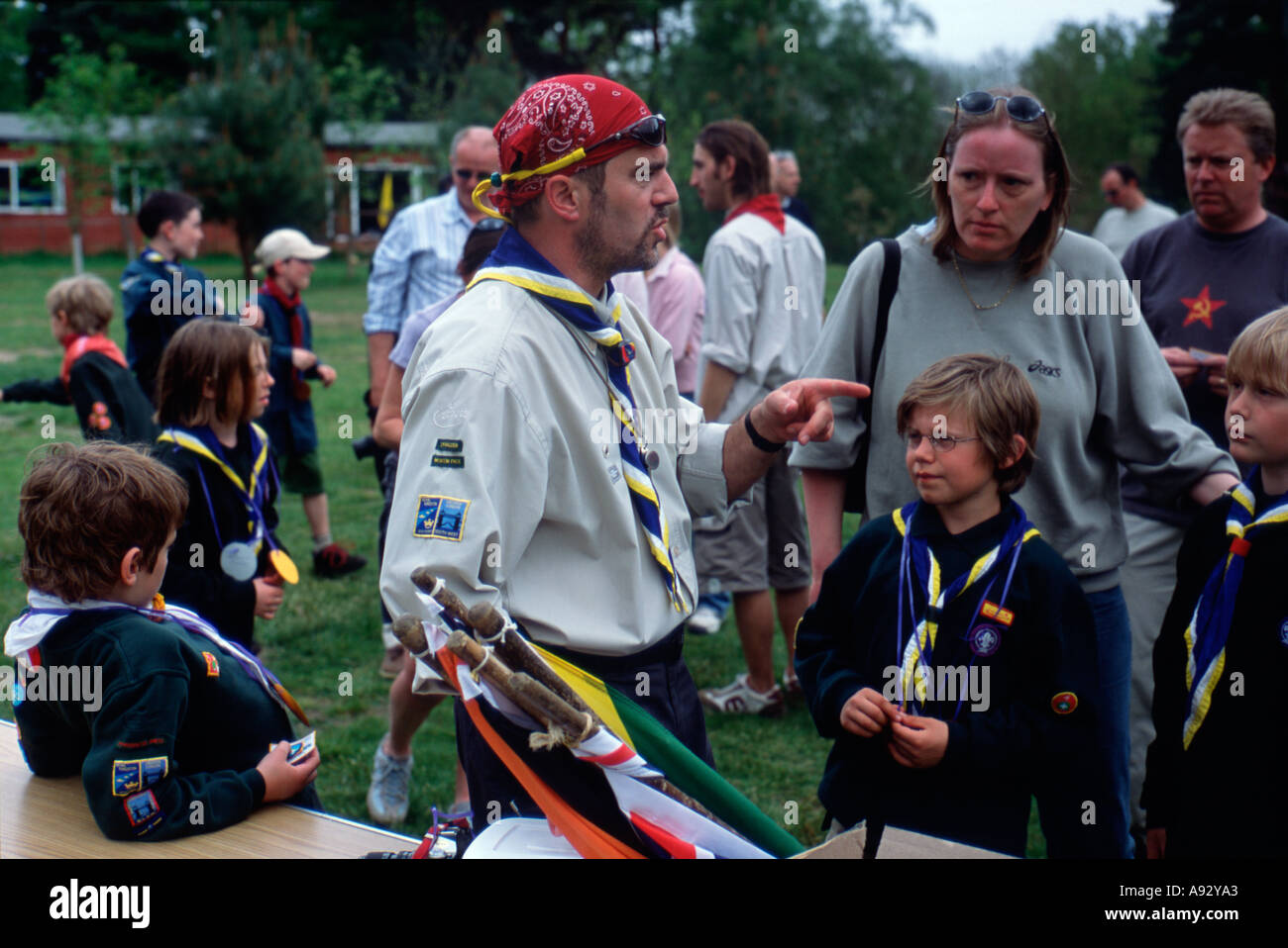 Scoutmaster at camp instructs scouts nr London England uk britain europe eu - Stock Image
