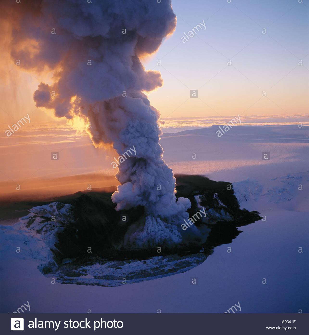 A volcanic eruption in Grimsvotn in Vatnajokull in Iceland 1998 - Stock Image