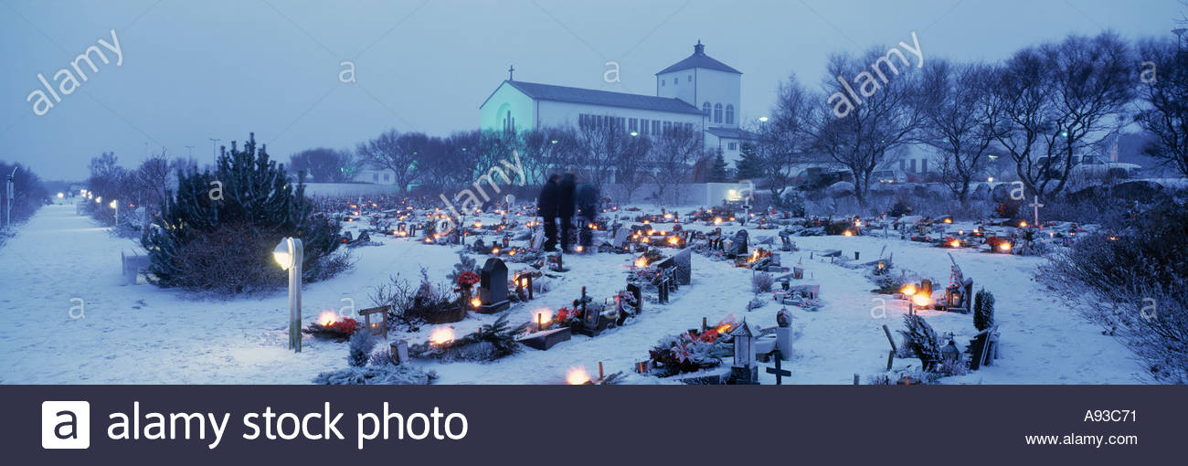A church and churchyard in the snow at Christmastime - Stock Image