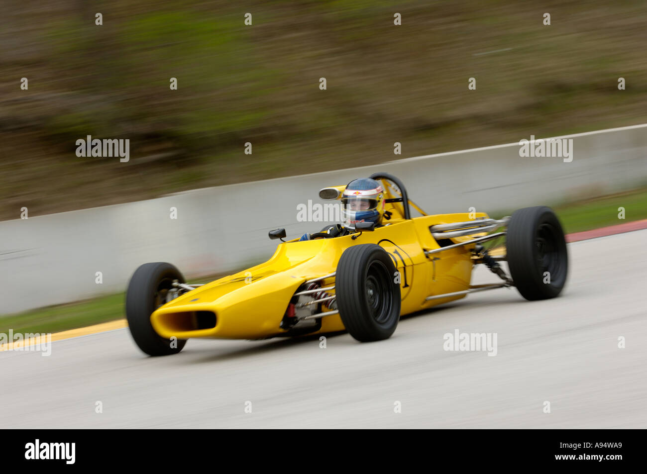 Deane Tank races his 1972 Titan Mk 6 Formula Ford at the Vintage GT ...