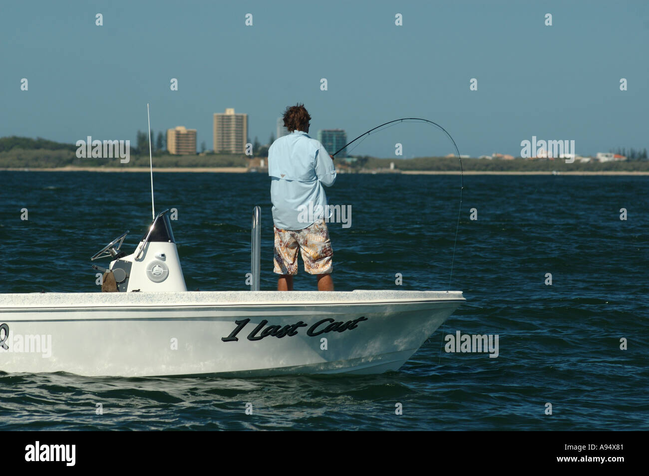 locked up on a tuna on fly fishing rod and reel dsca 3658